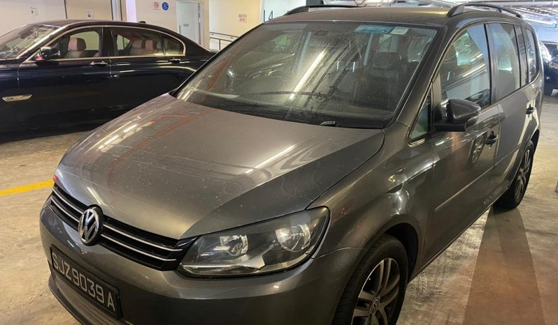 Volkswagen Touran/Black/2010 full